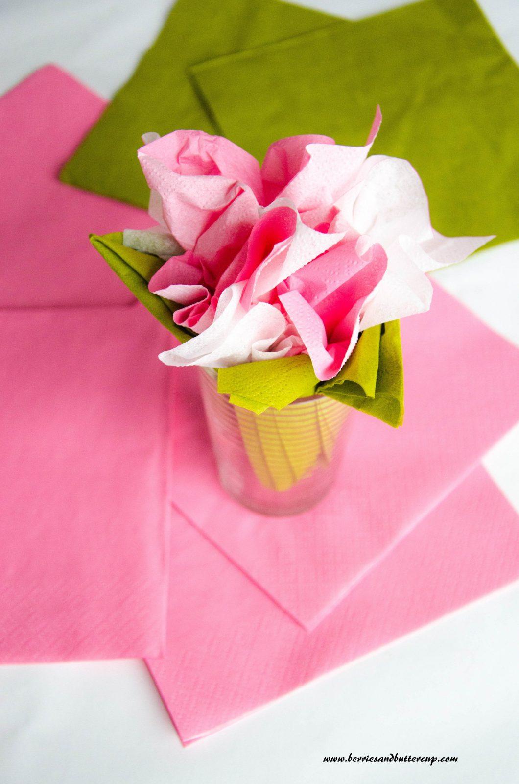 Tischdeko Kirschblütenservietten  Berriesandbuttercup von Servietten Falten Blume Anleitung Photo