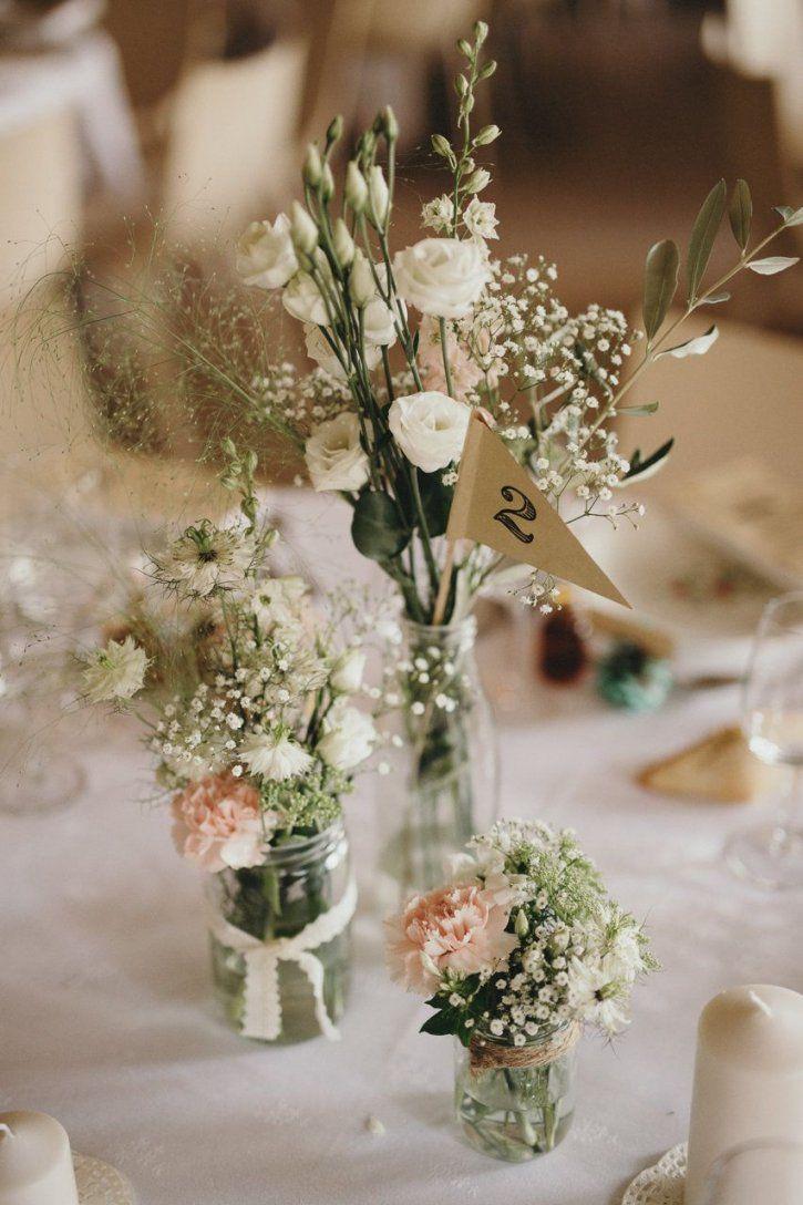 Tischdekoration Mit Kleinen Vasen Blumen Schleierkraut Und Rosa Von