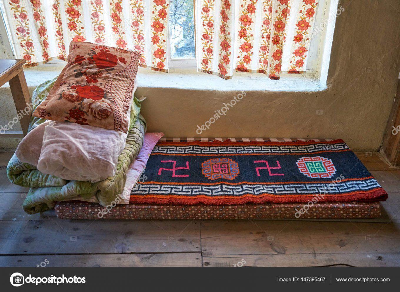 Traditionelle Tibetische Bett Mit Hakenkreuz — Stockfoto © Vlademir von Hakenkreuz Bettwäsche Kaufen Photo