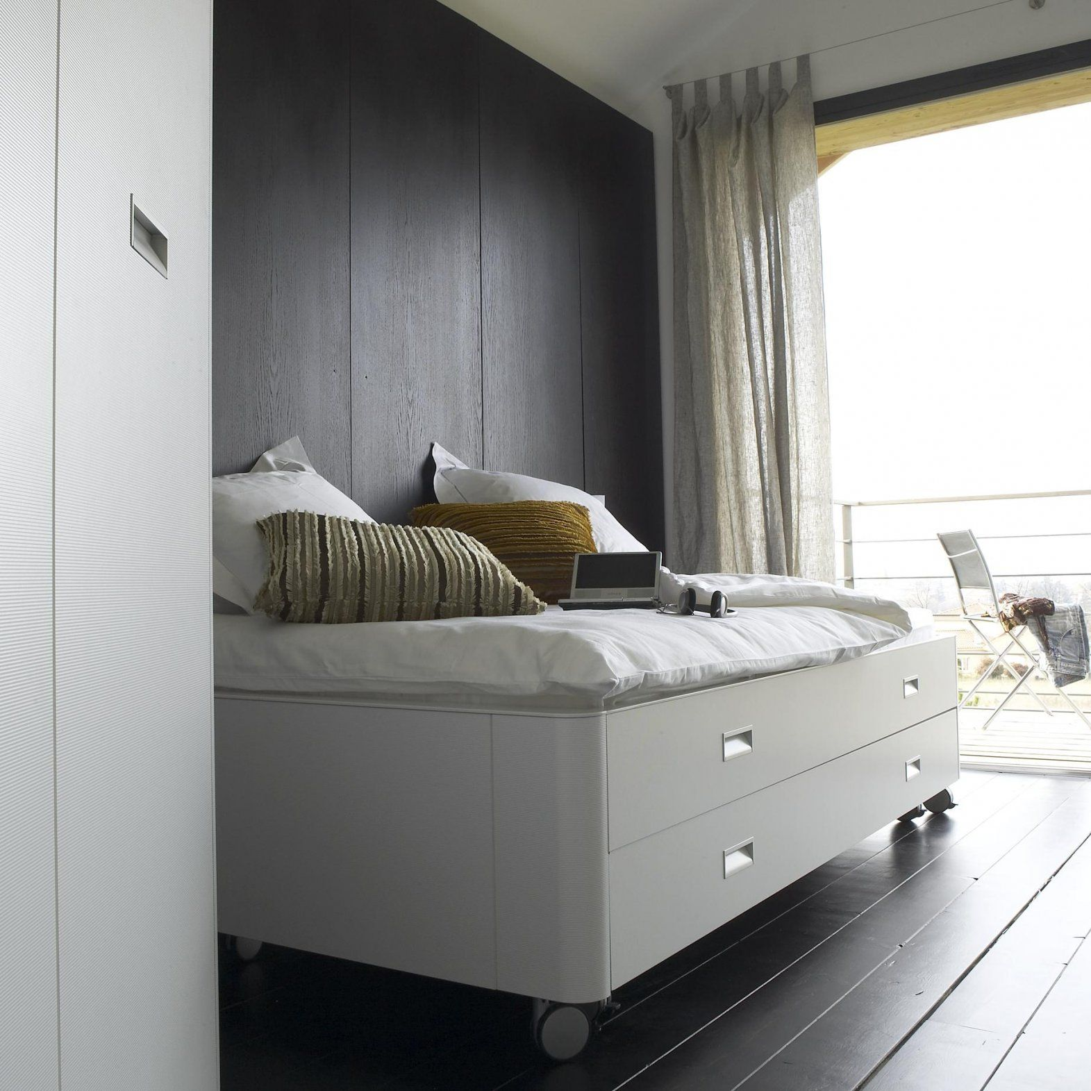 Travel Studio Beds From Designer  Pagnon & Pelhaître  Ligne Roset von Ligne Roset Travel Studio Photo