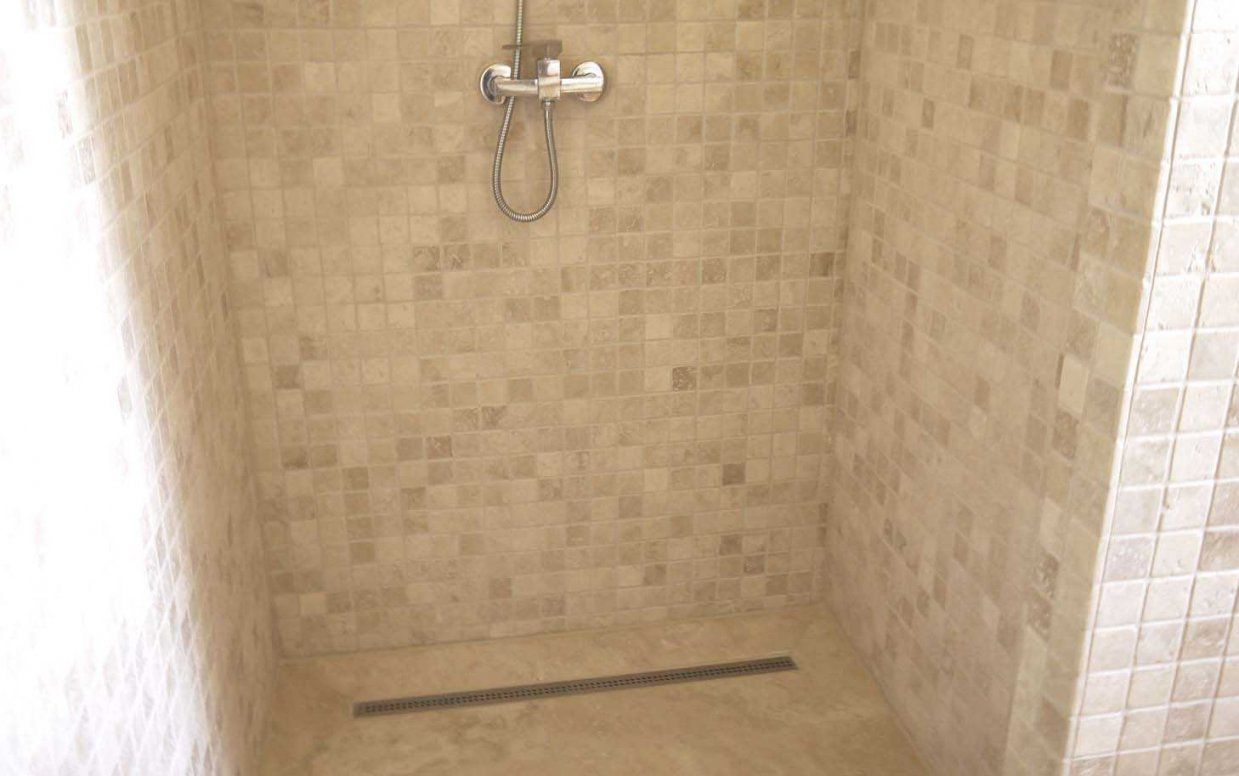 Travertin Naturstein Mosaikfliesen Bad Wand Und Boden von Mosaik Fliesen Bad Bilder Bild