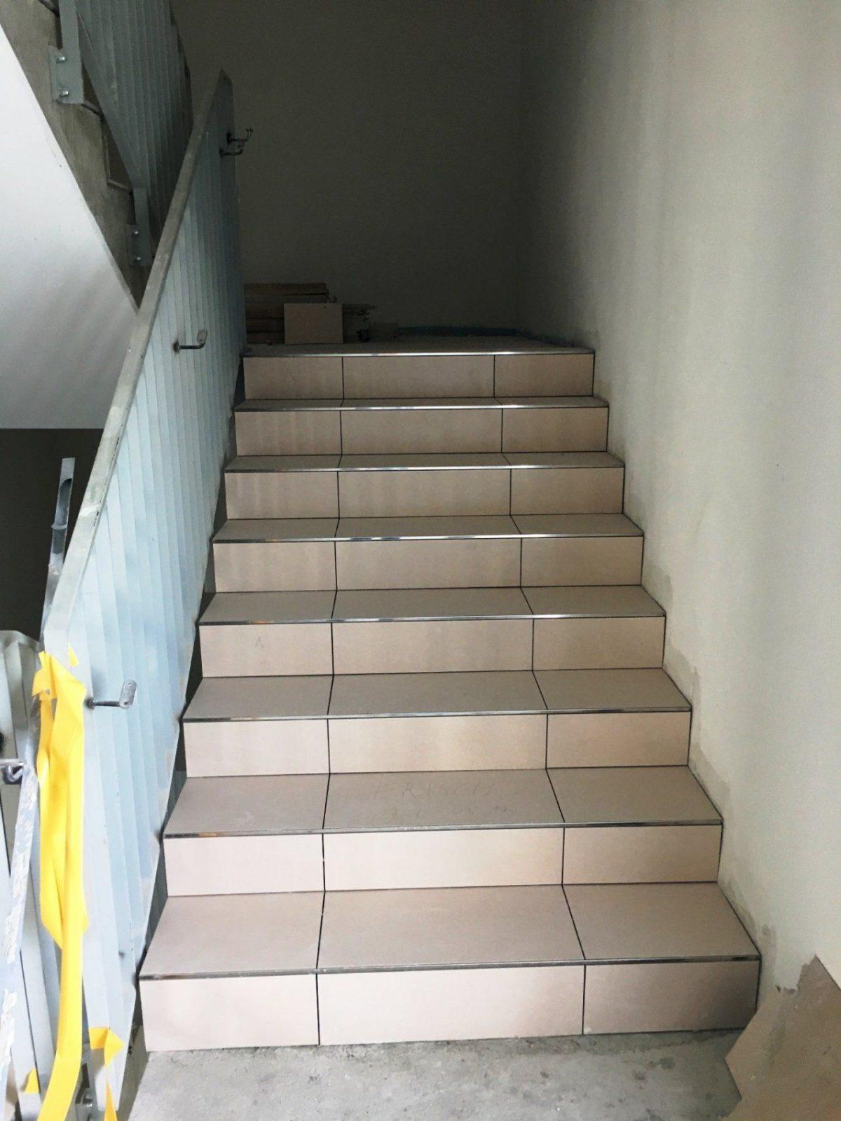 Treppe Fliesen Elegant Porträt Bezieht Sich Auf Treppe Fliesen von Gewendelte Treppe Fliesen Anleitung Bild