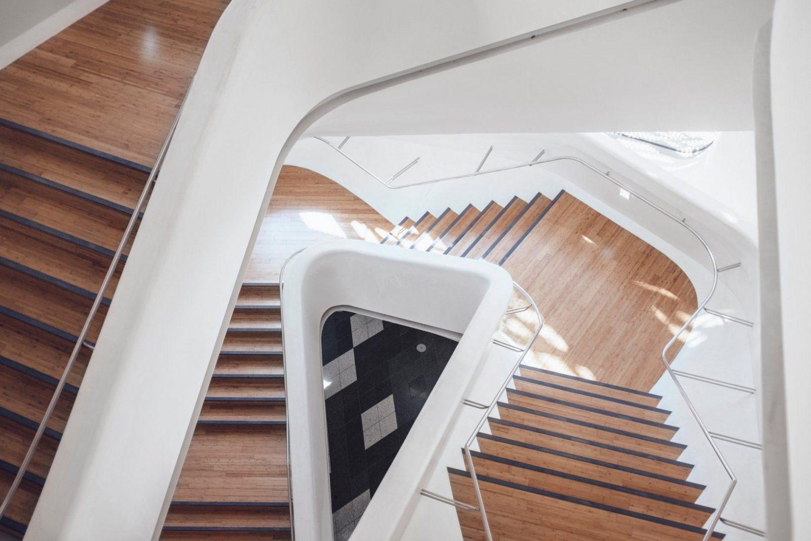 Treppe Lackieren  Treppe Streichen Anleitung von Holztreppe Abschleifen Und Neu Lackieren Photo