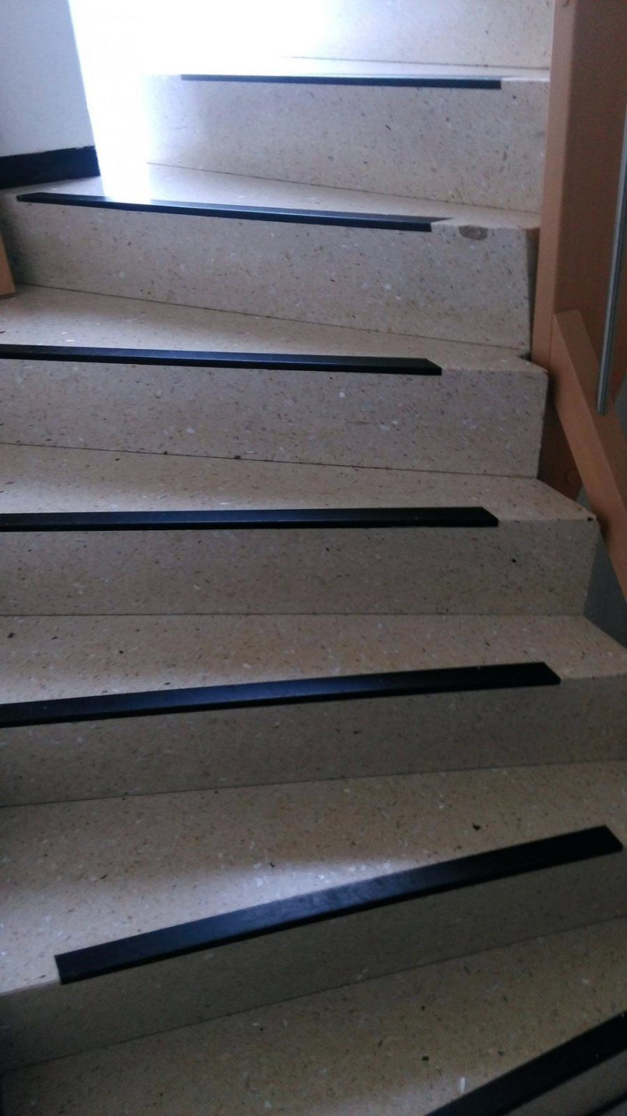 Treppen Rutschfest Machen Sicherheit Sicher Von Stockwerk Zu Granit von Treppe Mit Vinyl Bekleben Bild
