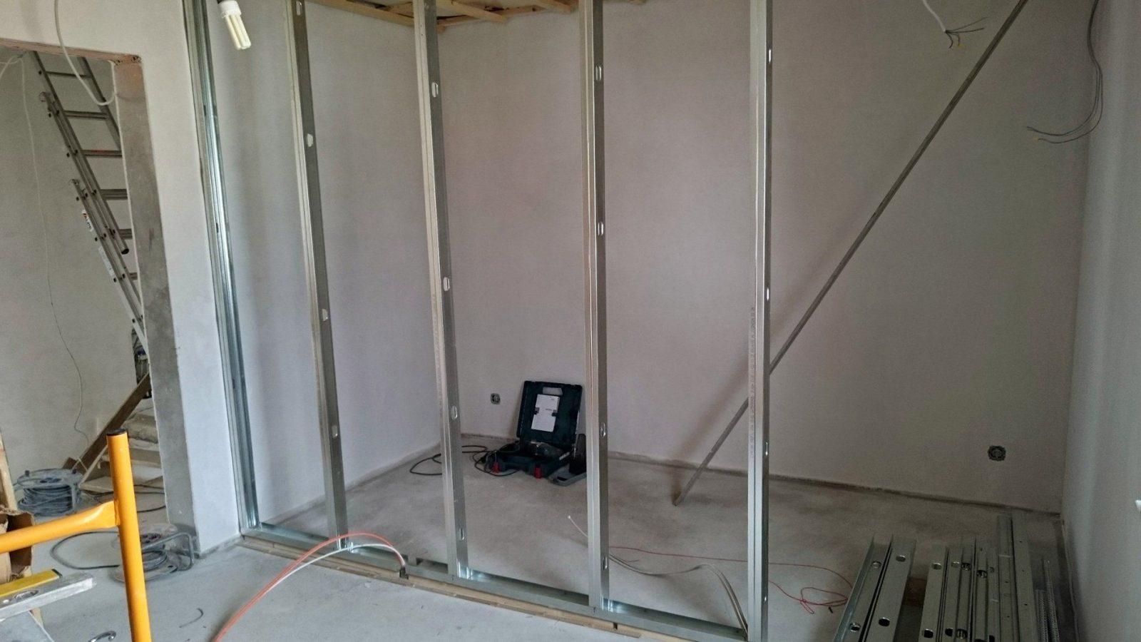 Trockenbau Trennwände Aufstellen Und Vorwandinstallationen von Trockenbau Tür Einbauen Anleitung Bild