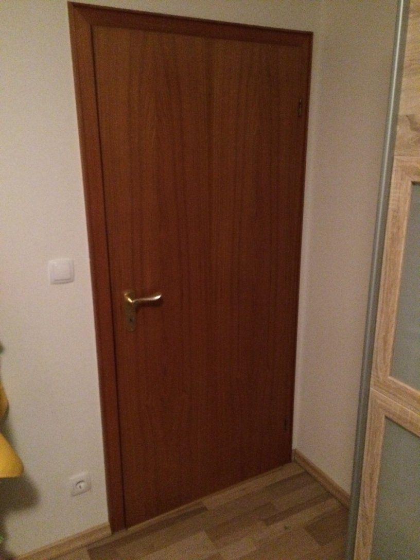 Türen Lackieren  Anleitung Alte Türen Weiss Streichen  Diy von Türen Lackieren Ohne Schleifen Bild
