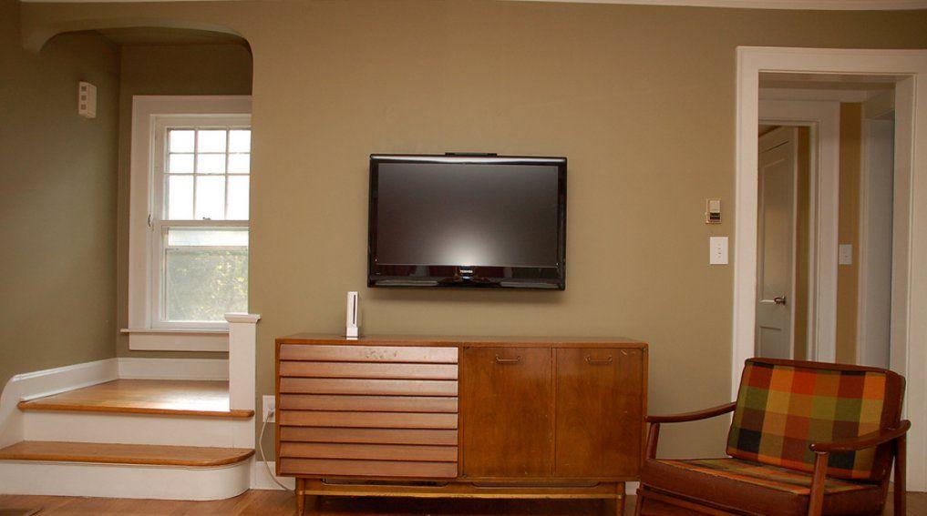 fernseher an die wand montieren welche h he ist sinnvoll. Black Bedroom Furniture Sets. Home Design Ideas