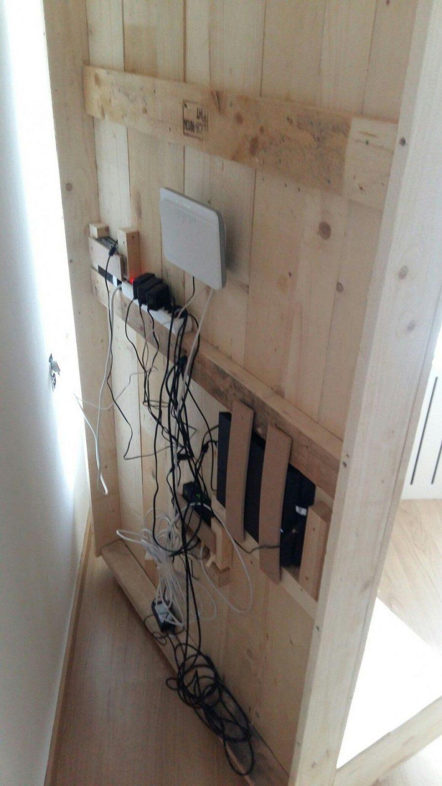 Tvrückwand Selbst Bauen Alle Kabel Verschwinden Hinter Der von Fernseher An Wand Kabel Verstecken Bild