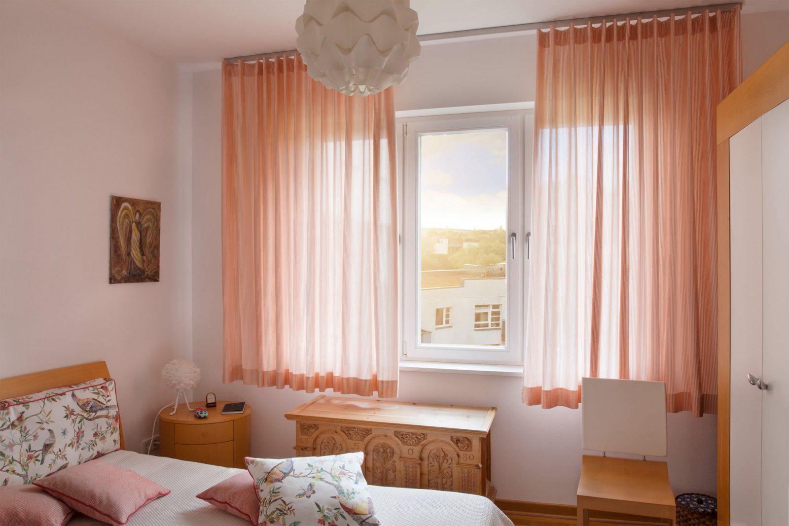 Ungewöhnlich Gardinen Im Schlafzimmer Zeitgenössisch  Wohnzimmer von Gardinen Für Schlafzimmerfenster Photo