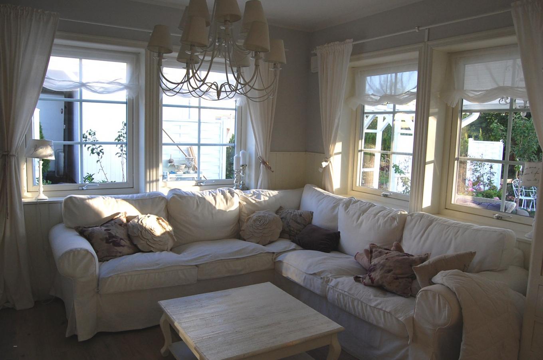 moderne gardinen f r kleine fenster haus design ideen. Black Bedroom Furniture Sets. Home Design Ideas