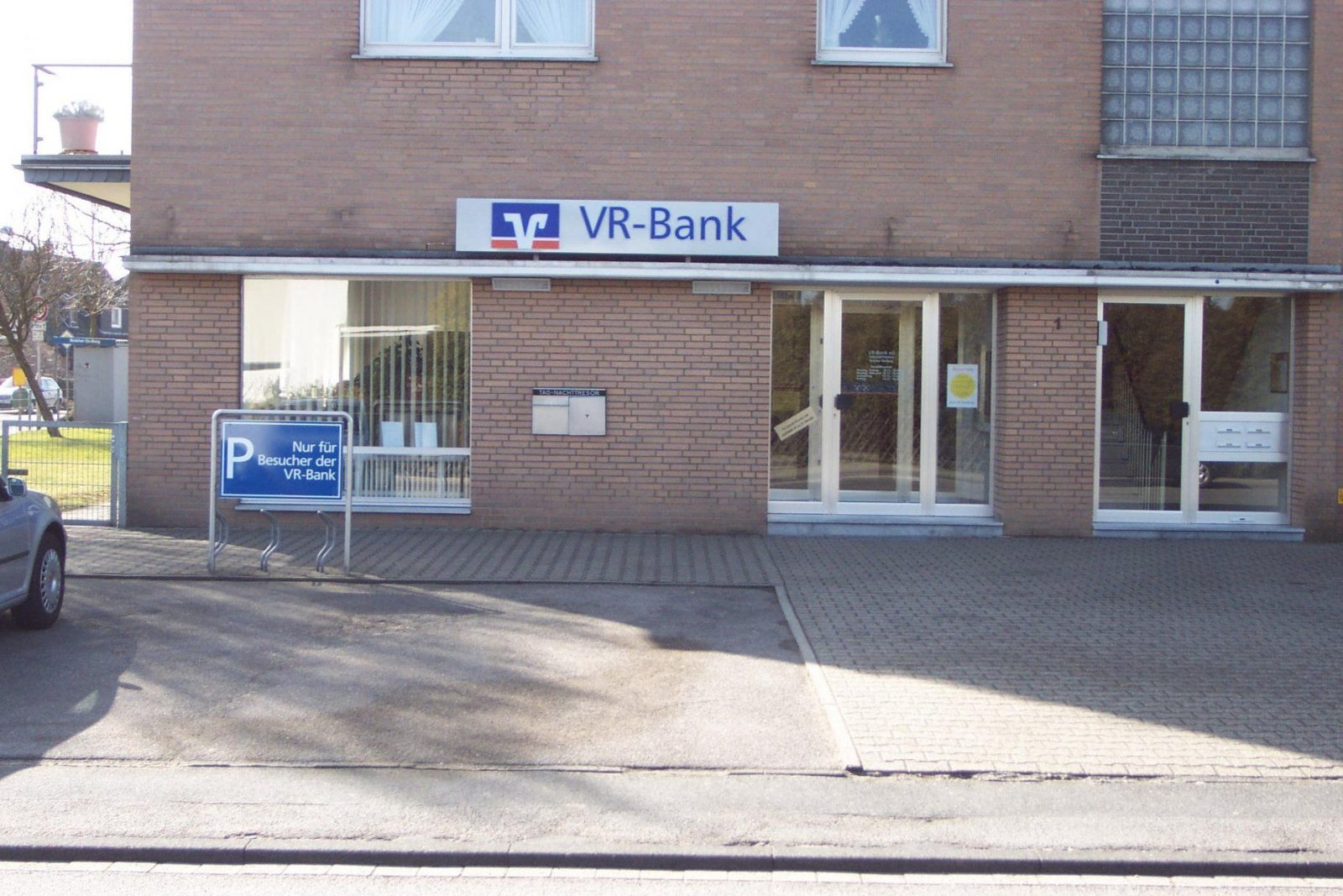 Vrbank Eg  Region Aachen Geldautomat Broichersiedlung  Banken von Vr Bank Eg Region Aachen Hauptstelle Würselen Photo