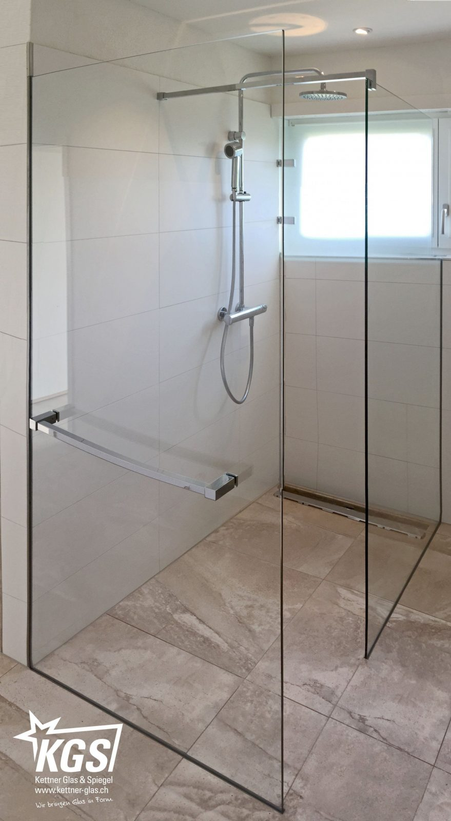 Walkindusche Mit Handtuchhalter  Kgs von Dusche Vorm Fenster Lösung Bild