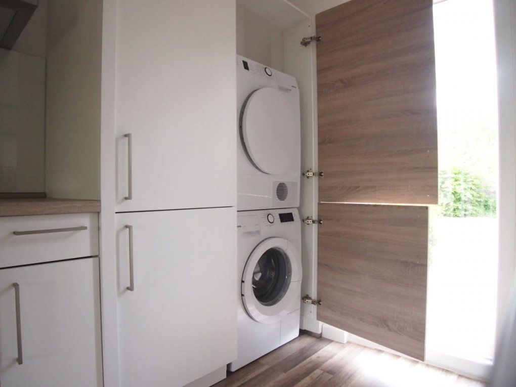 Waschmaschine Im Bad Mit Waschmaschine Und Trockner Im Bad von Waschmaschine Im Bad Integrieren Photo
