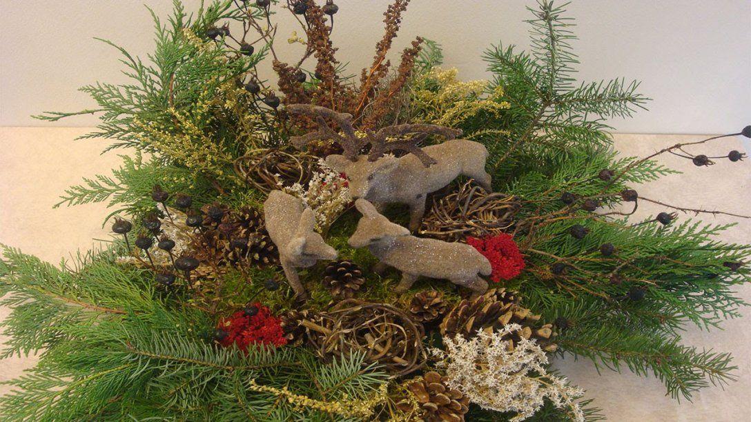 Weihnachtsdeko Selber Machen  Weihnachtsdekoration Adventsgesteck von Weihnachtsdeko Draußen Selber Machen Photo