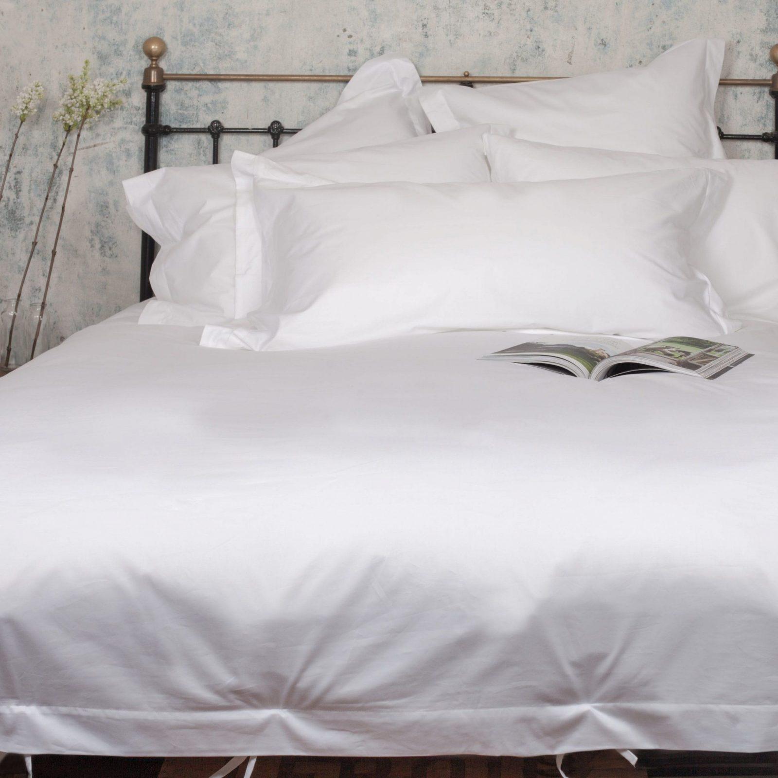 Weiße Bettwäsche ✭ 5Sternequalität  Beaumont & Brown  Beaumont von Bettwäsche 155X220 Mit Zwei Kopfkissen Bild