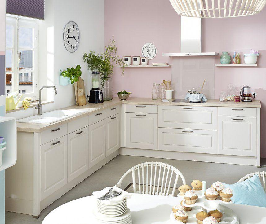 Weiße Vintageküche Mit Holzarbeitsplatte von Küchen Im Vintage Stil Photo