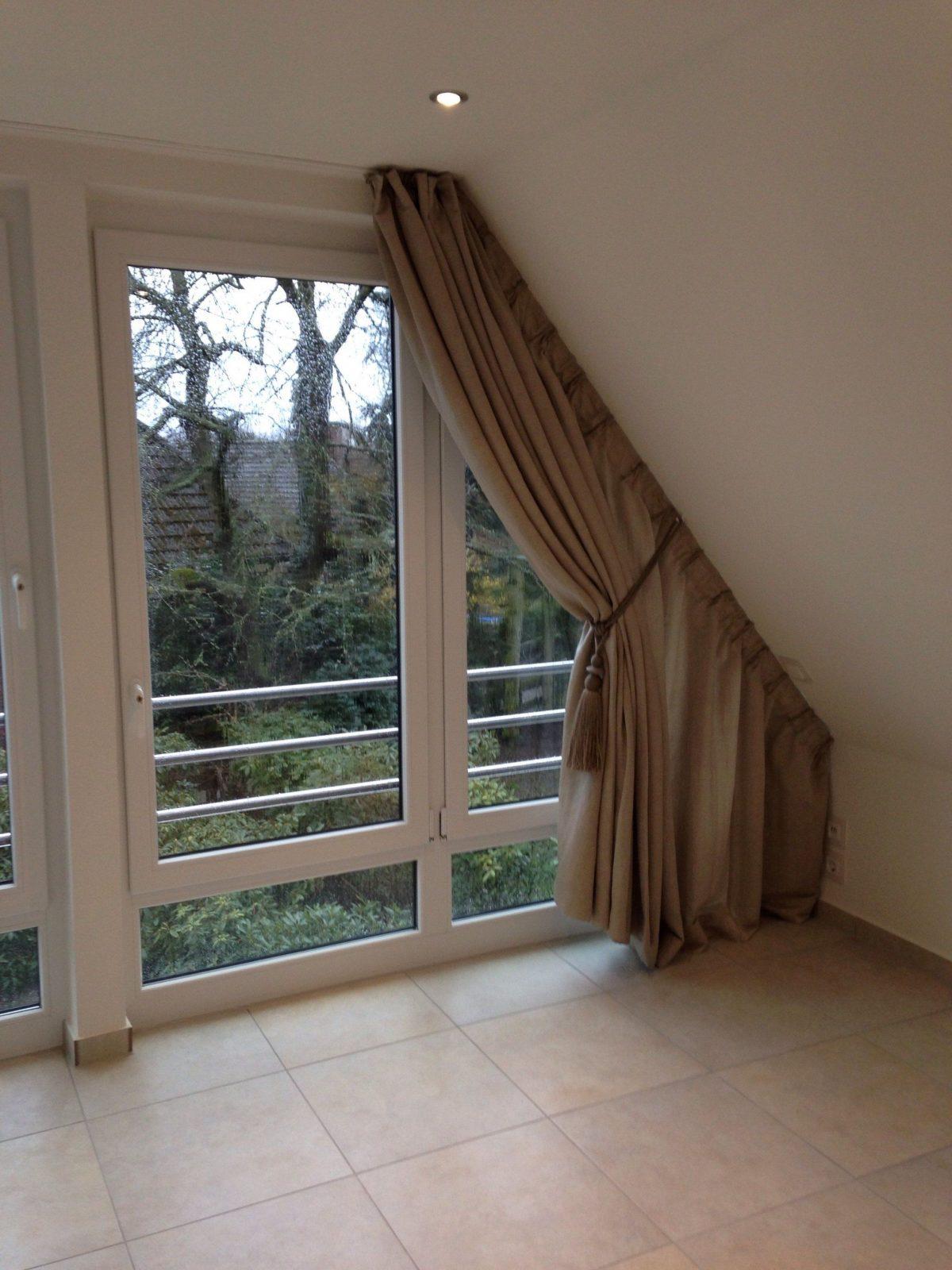 Wir Bekommen Auch An Ihre Dachschräge Einen Vorhang Dran  Vorhänge von Vorhang Für Schräge Fenster Bild