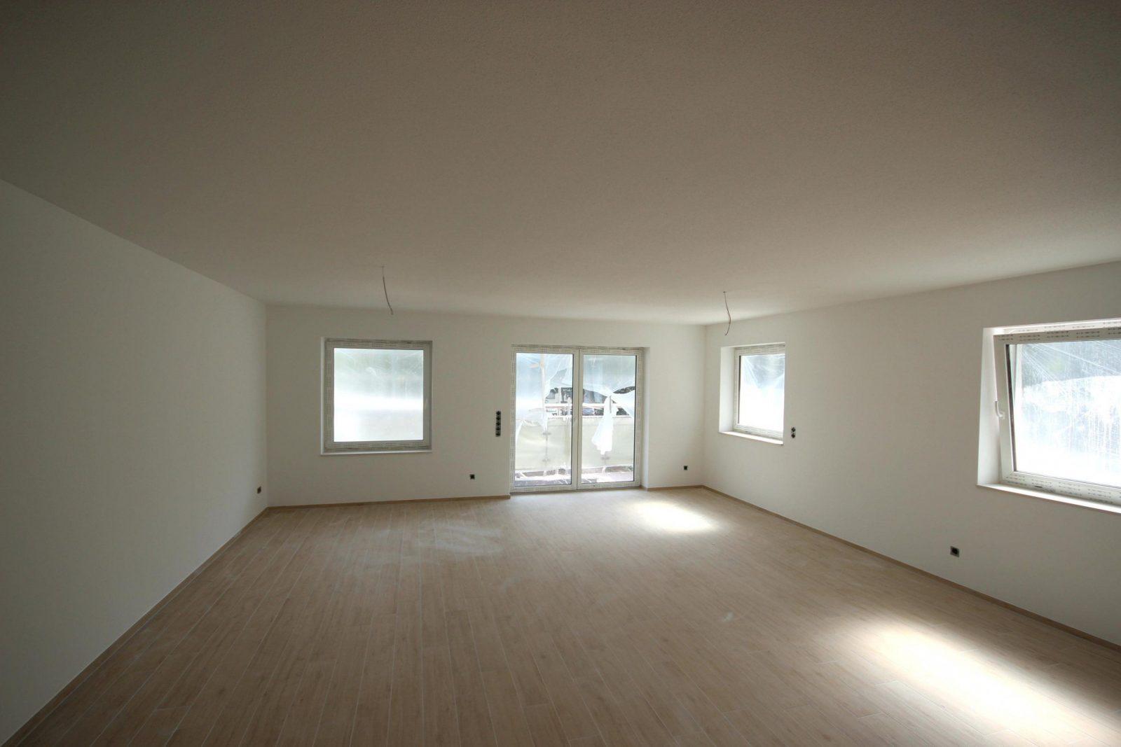 Wohnideen Coole Raumabtrenner Auch Schön Holzdecke Streichen Von Holzdecke  Weiß Streichen Ohne Abschleifen Bild