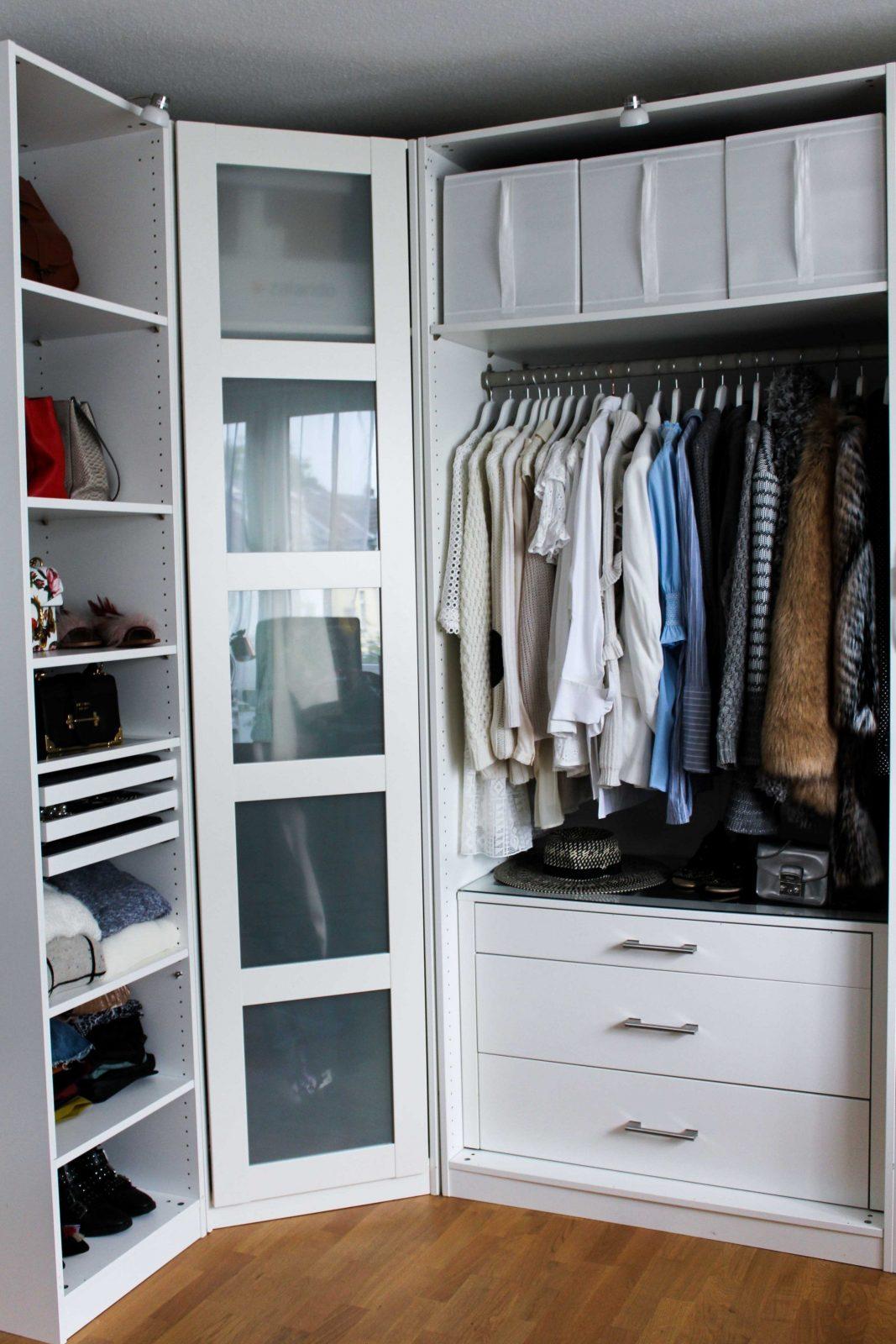 kleiderschrank ikea pax mit schiebet ren hasvik hochglanz weiss von ikea pax wei hochglanz. Black Bedroom Furniture Sets. Home Design Ideas