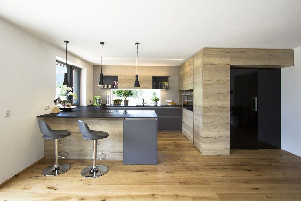 Wohnküche In Eiche Kombiniert Mit Anthrazit Integrierte von Wohnzimmer Mit Küche Ideen Bild