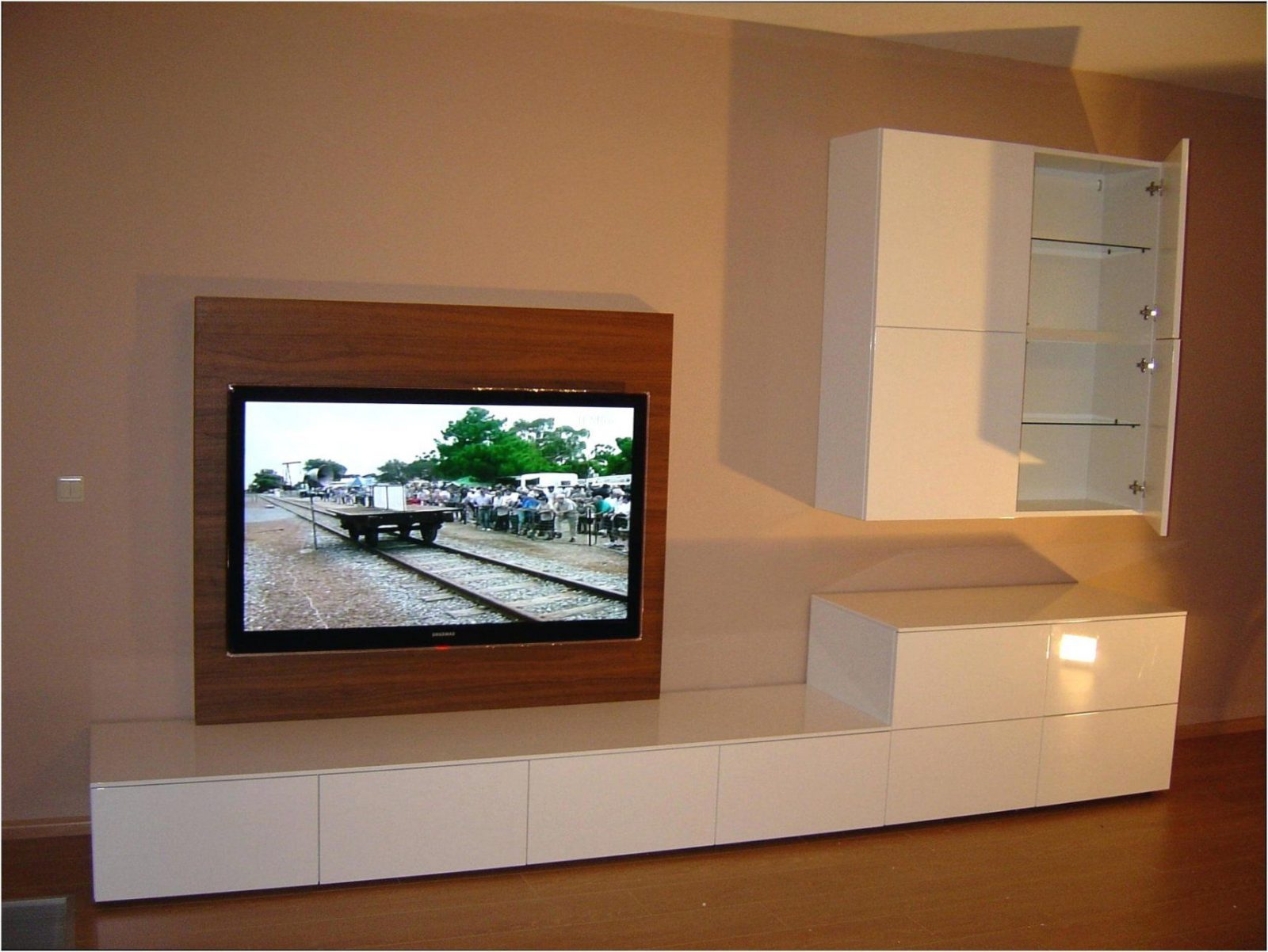 Medienwand wohnzimmer genial tv wand selber bauen laminat haus von - Tv wand selber bauen laminat ...