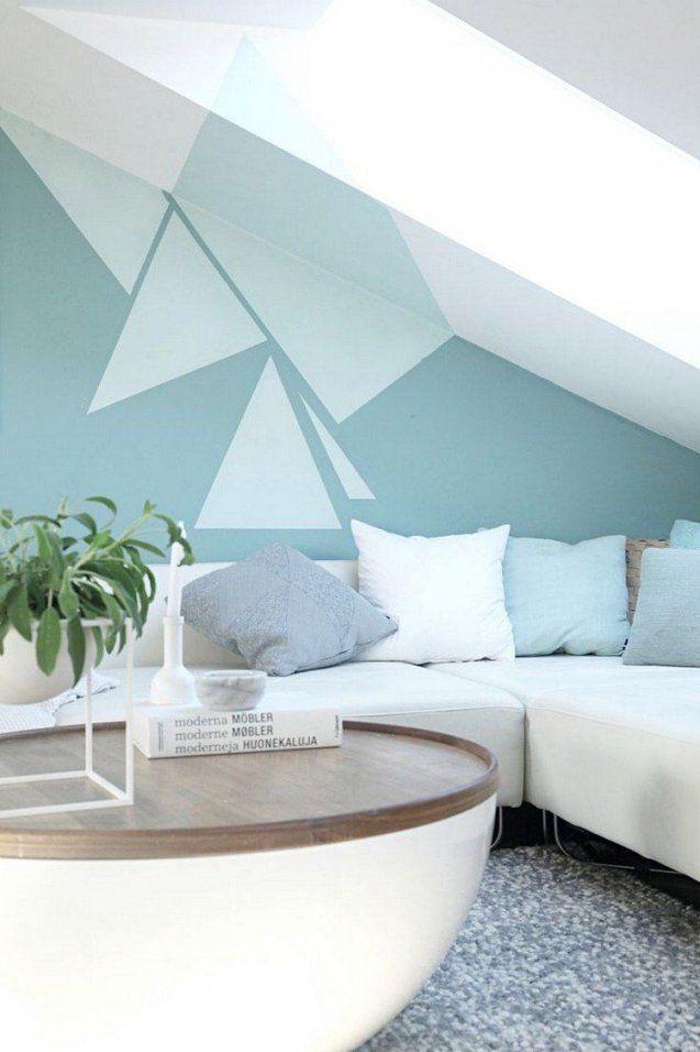 Wohnzimmer Mit Dachschräge Und Interessante Wandgestaltung von Moderne Wandgestaltung Mit Farbe Bild