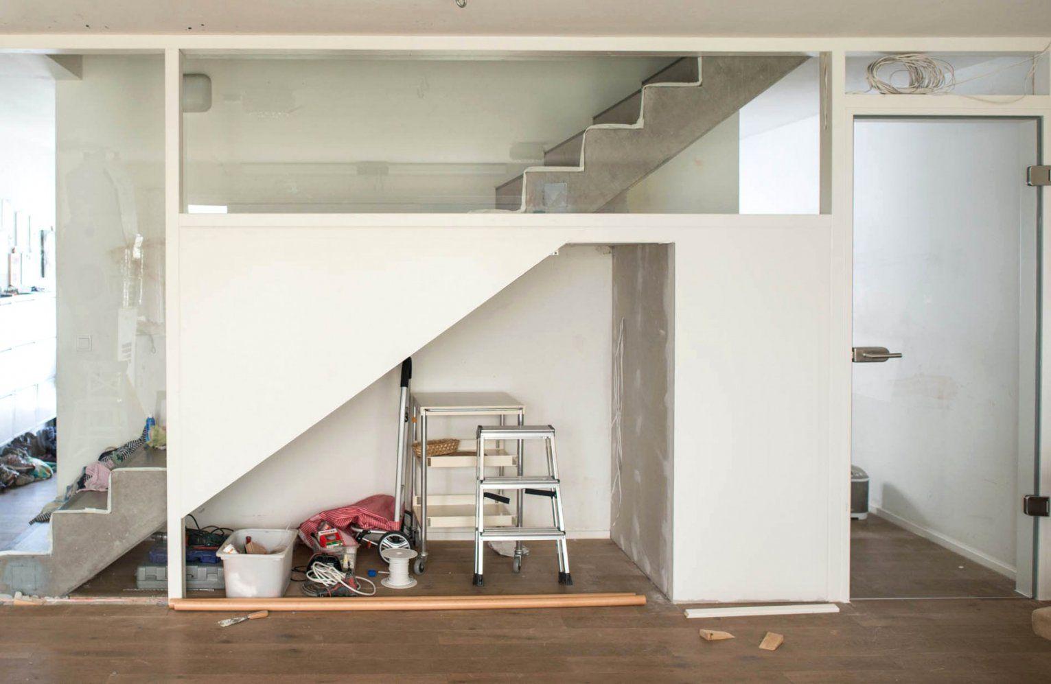 Wunderbar Einbauschrank Unter Der Treppe Mit Viel Stauraum Der von Regal Für Unter Die Treppe Photo