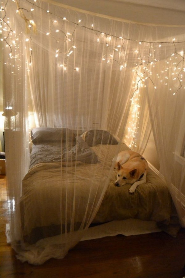 Lichterketten Dienen Als Romantische Beleuchtung Fürs von Schlafzimmer Ideen Romantisch Photo