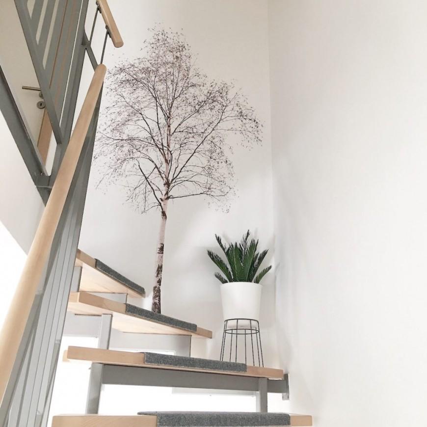 Wand Deko  Ein Baum An Der Wand Und Palmenblätter Auf Dem von Dekoration Für Die Wand Bild