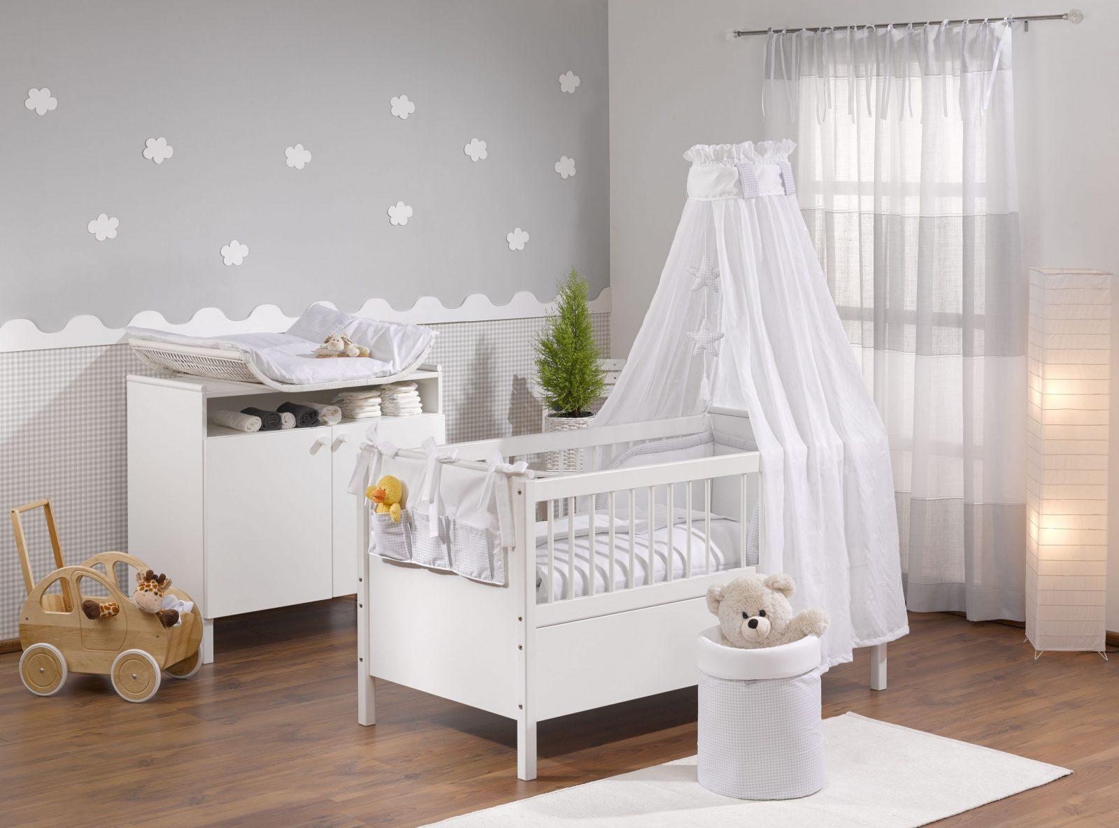 Babyzimmer Grau In 2019  Babyzimmer Wandgestaltung Kinder von Babyzimmer Einrichten Junge Bild