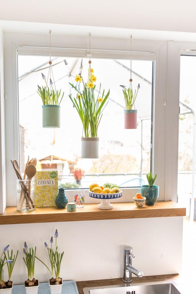 Frühling Am Fenster Mit Upcycling Blumenampeln von Herbst Dekoration Fenster Photo