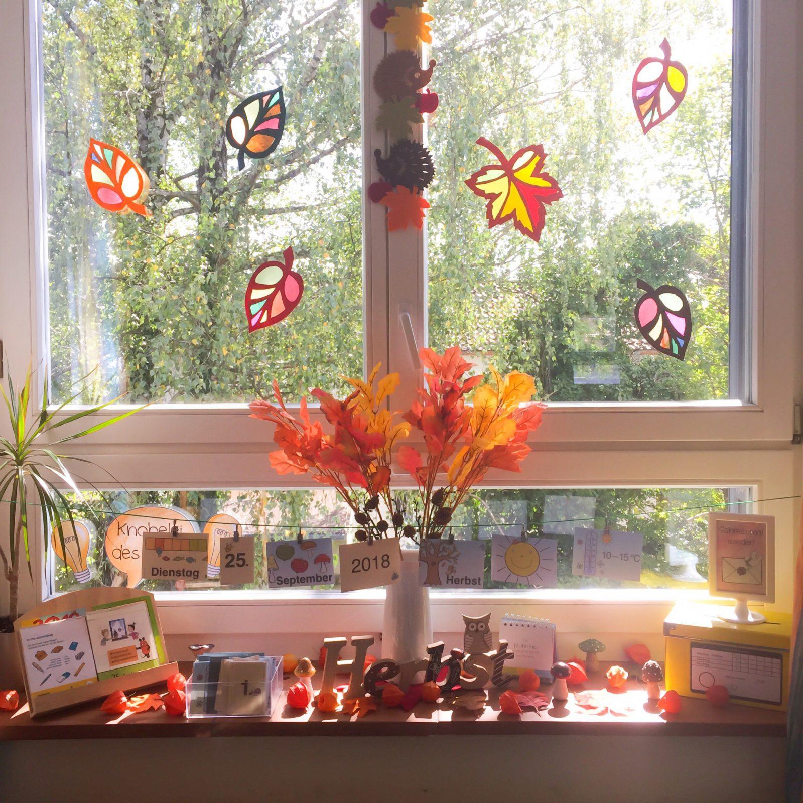 Herbst Im Klassenzimmer von Herbst Dekoration Fenster Bild