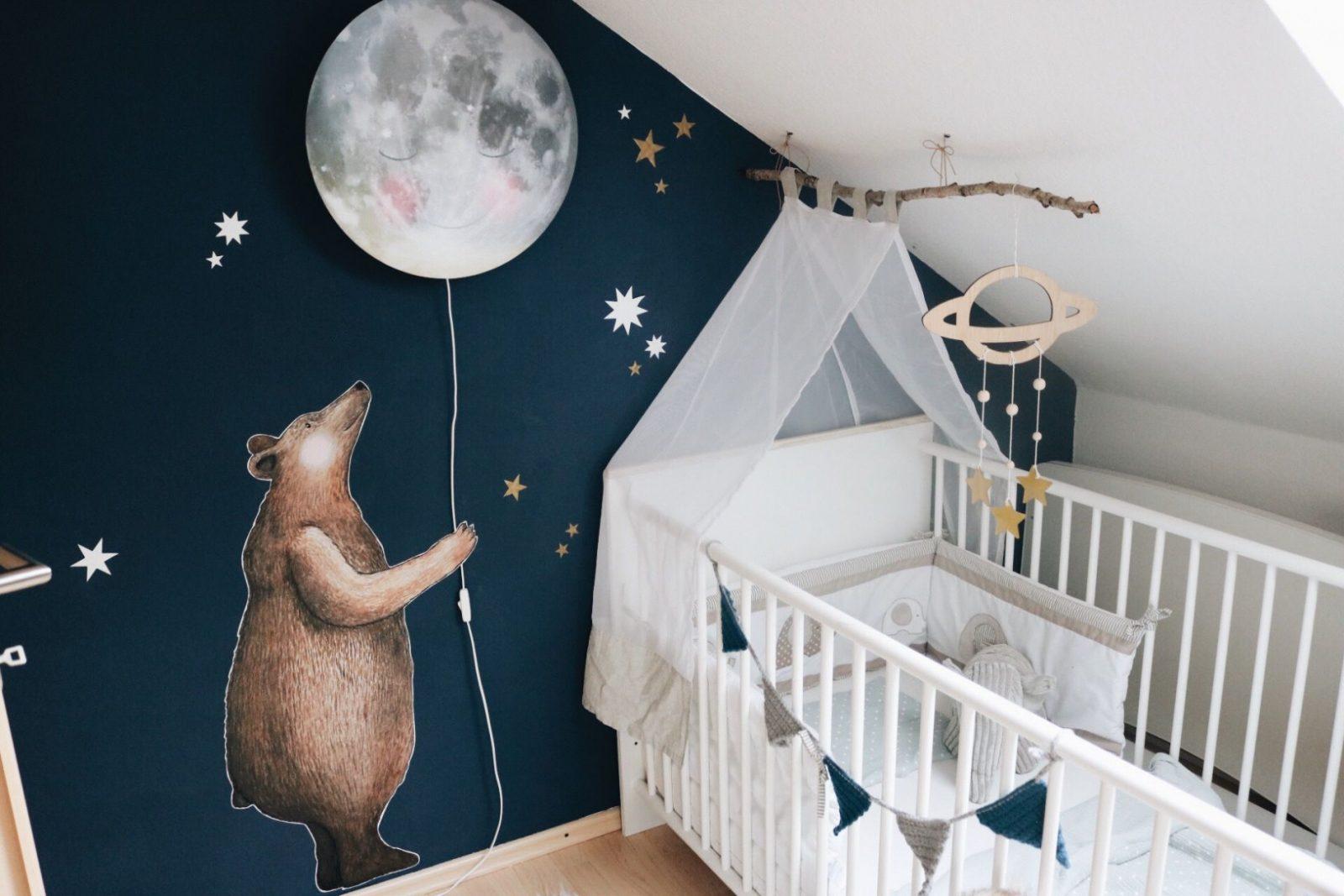 Kinderzimmer Babyzimmer Hartendief Wandtattoo Bär Mond von Deckenlampe Babyzimmer Junge Bild