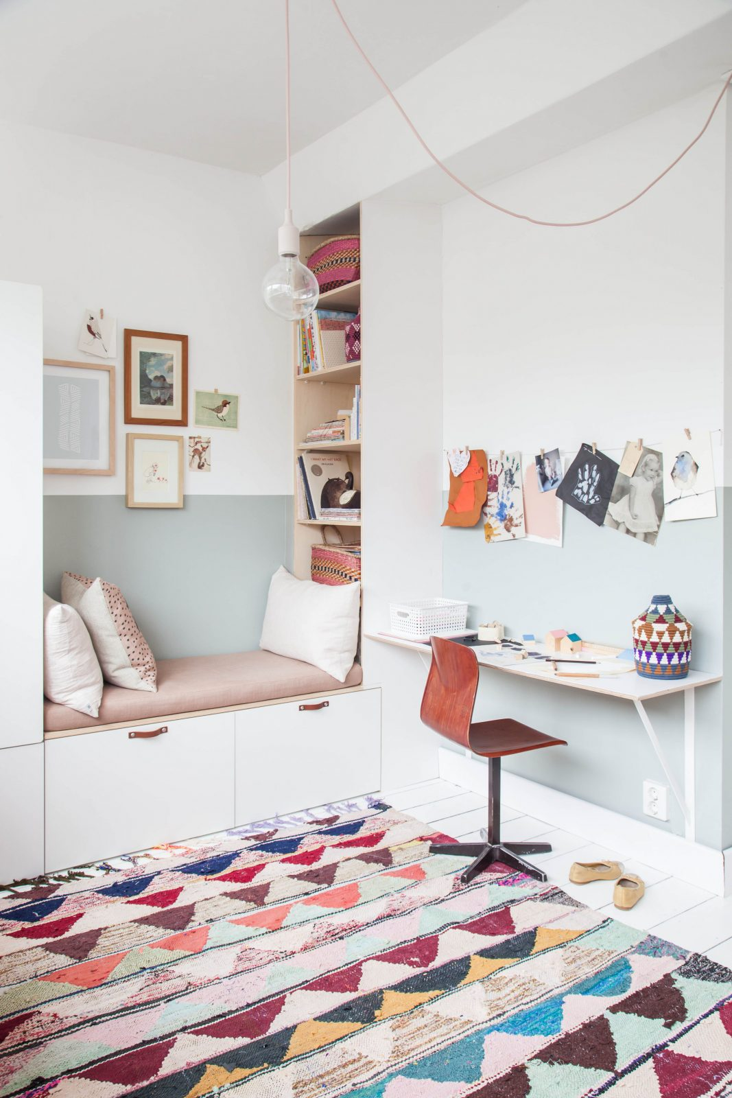 Kinderzimmer Idee Schöne Kuschelecke Bzw Leseecke Mit von Babyzimmer Zwillinge Komplett Photo