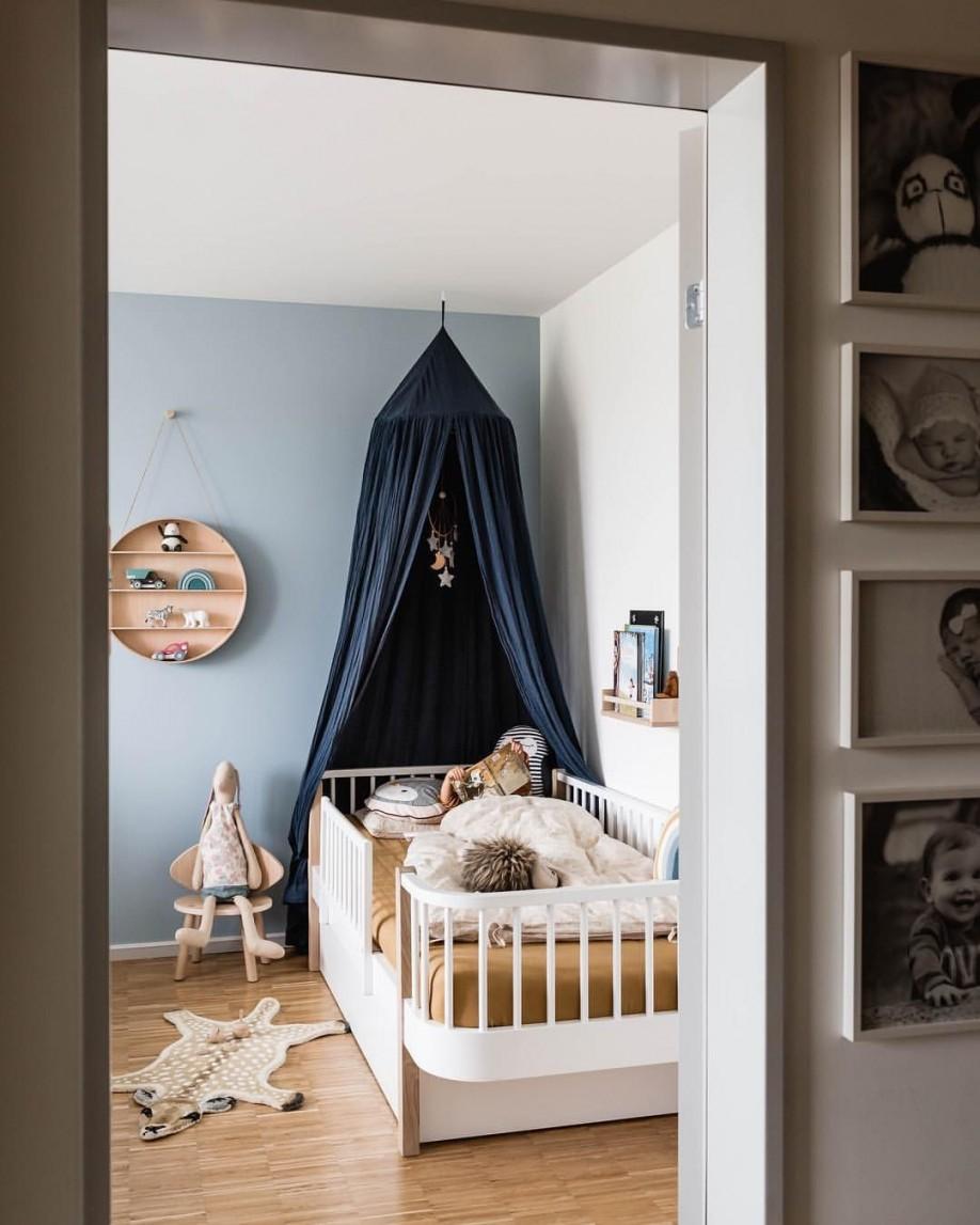 Kinderzimmer Kinderbett Baldachin Blaue Wand von Babyzimmer Deko Blau Photo
