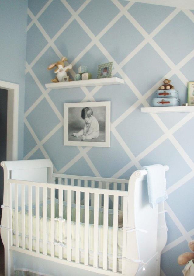 Rautenmuster An Der Wand Mit Blauer Und Weißer Farbe  Dco von Babyzimmer Deko Blau Bild